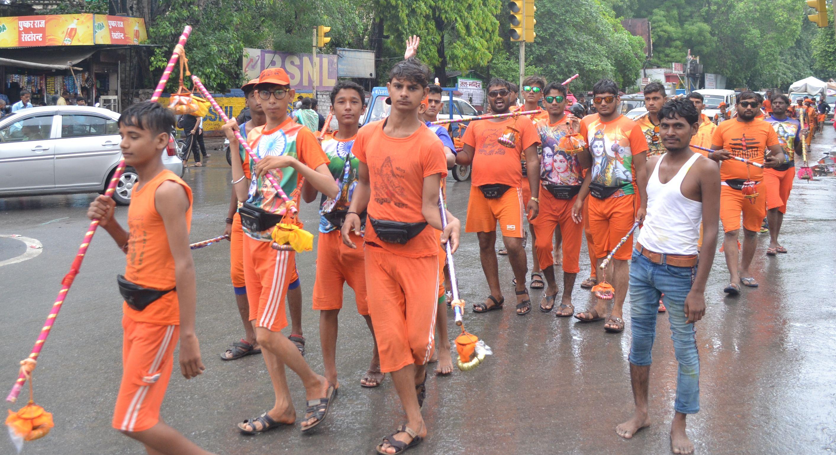 Shiv pujan: निकली कावड़ यात्रा, मंत्रोच्चार के साथ सहस्रधारा