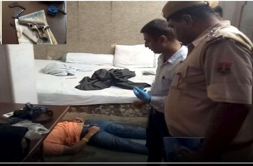 दोस्तों के साथ शोरुम में आए युवक की कनपटी पर गोली लगने से मौत, जांच में जुटी पुलिस
