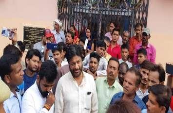प्रभारी मंत्री के लोकार्पण के बाद गहन चिकित्सा इकाई में लगाया ताला, कांग्रेस ने जमकर किया प्रदर्शन