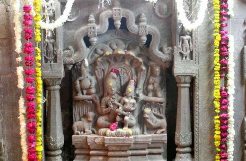 यहां नाग के आसन पर बैठे हैं शिव-पार्वती,  24 घंटे के लिए रात 12 बजे खुलेंगे पट
