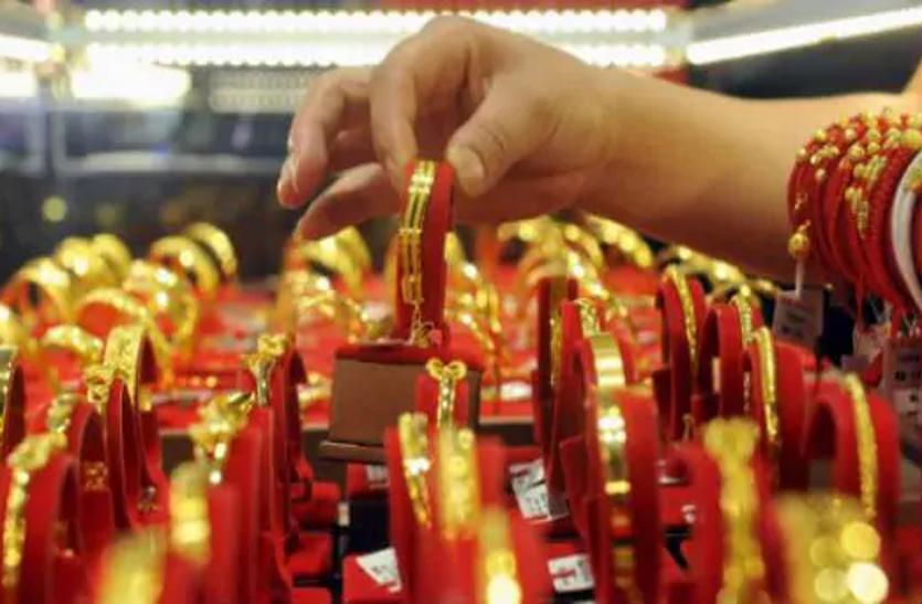 सोना 100 रुपए हुआ महंगा, चांदी में 550 रुपए की मजबूती