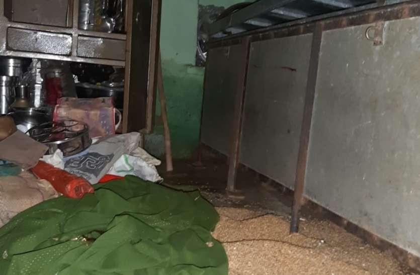 नगर परिषद कर्मचारी के घर लाखों की चोरी