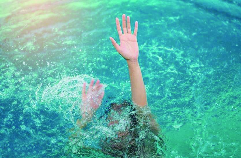 नशे में था धुत्त युवक और भरे नदी में कूद गया नहाने, जब पानी का बहाव हुआ तेज तो...
