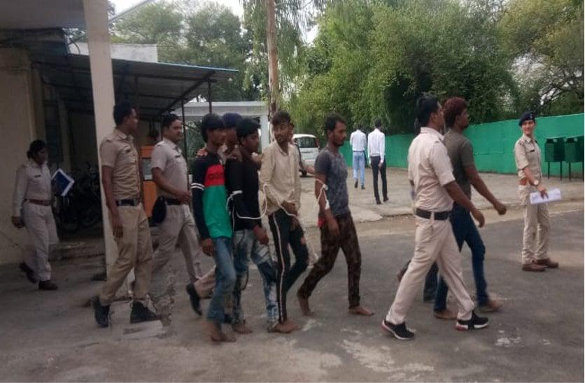 चोरों ने पहचान छिपाने बदल लिए थे कपड़े, अशोकनगर में बेचा था चोरी किया गया अनाज, पूछताछ में होगा पूरा खुलासा