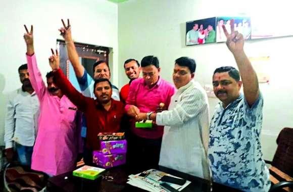 धारा 370 हटने पर भाजपा ने मनाया जश्न, लोगों ने किया खुशी का इजहार