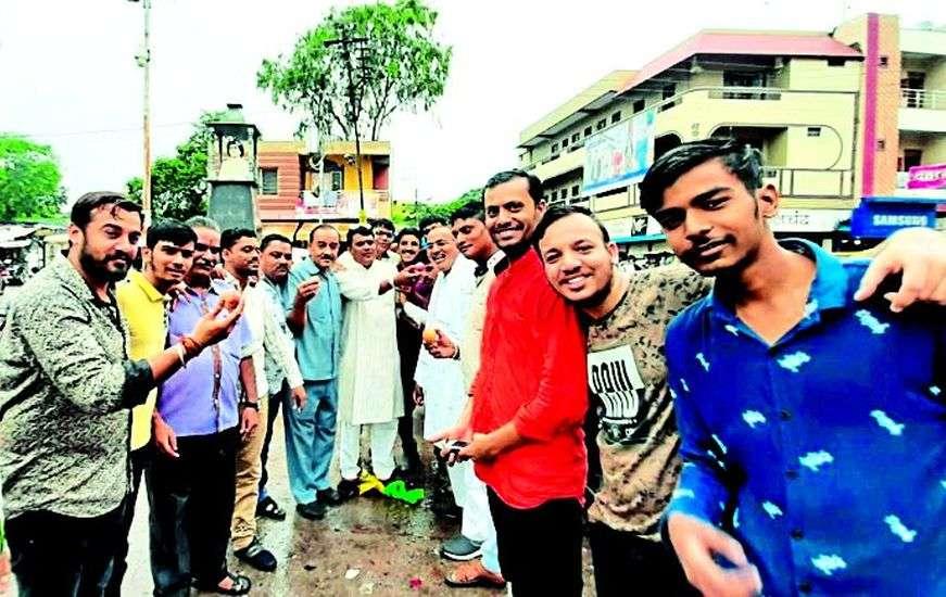 Alirajpur BJP celebrates the removal of Article 370