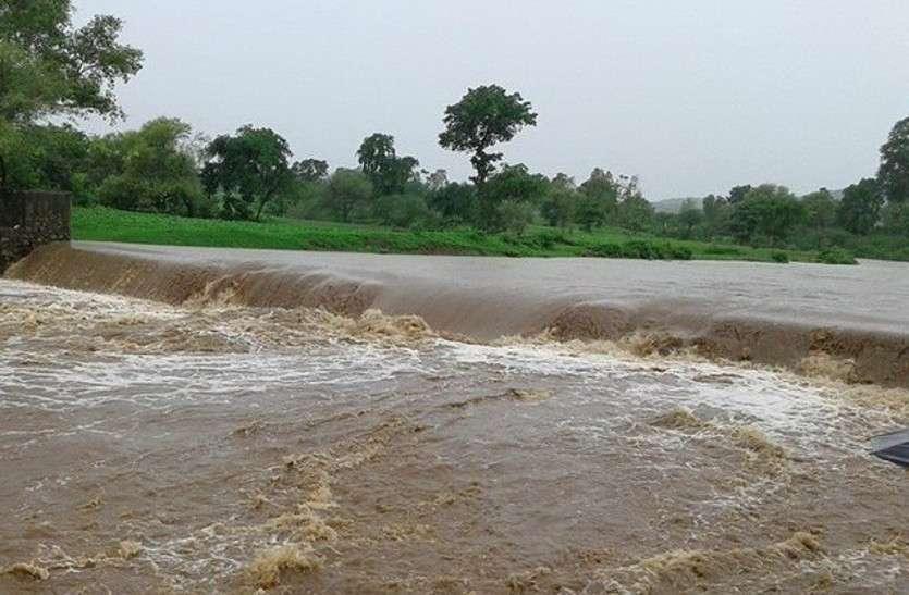 तेज बारिश से पानी की जबरदस्त आवक, कई जिलों में भारी बारिश का अलर्ट जारी