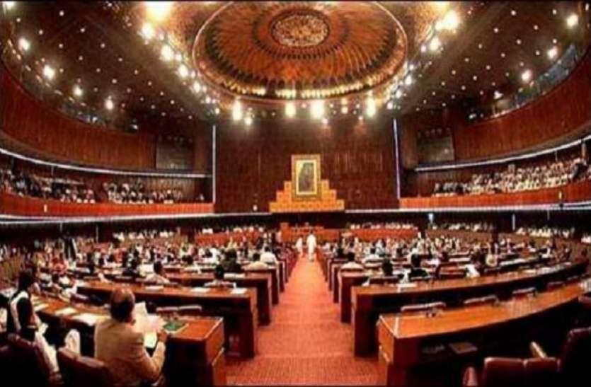 जम्मू-कश्मीर से धारा 370 खत्म करने के खिलाफ पाक संसद में प्रस्ताव पेश, इमरान खान ने कहा- UN ले जाएंगे मामला
