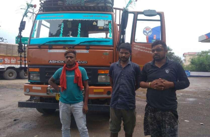 ट्रक चालक पर हमला कर लूटे 35 हजार रुपए, पत्थर पटका