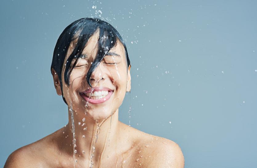 आयुर्वेद से जानिए किस तरह के पानी से नहाना आपको रखेगा सेहतमंद