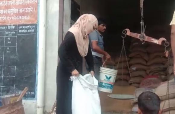 बाराबंकी में राशन की दुकानों पर लागू हुआ पोर्टेबिलिटी सिस्टम, देखें वीडियो