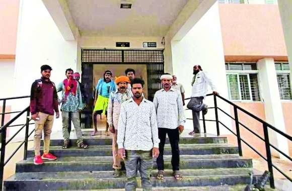 'किसानों को डरा-धमकाकर कृषि भूमि पर कर रहे अवैध खनन'