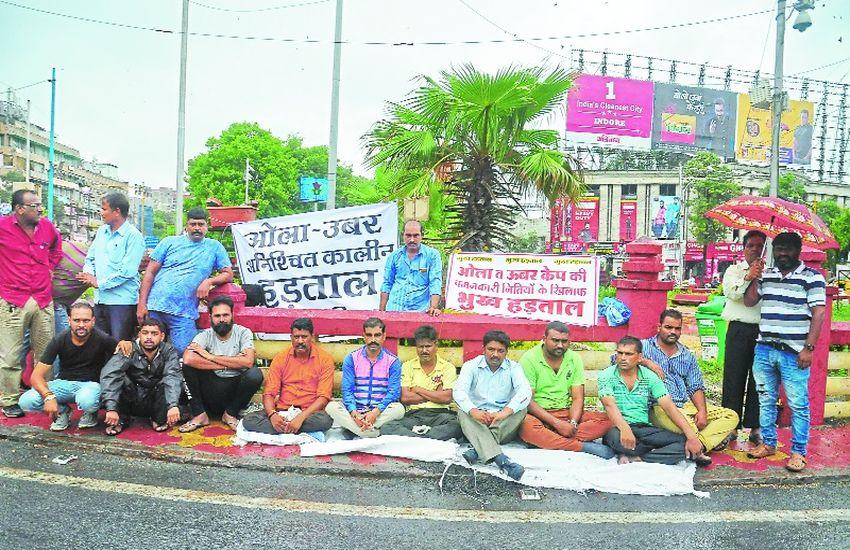 हड़ताल पर बैठे ओला ड्राइवर, भोपाल से आई कारों में की तोडफ़ोड