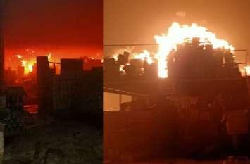 Fire in Firozabad: फिरोजाबाद के उमा गोदाम में लगी भीषण आग, लाखों का नुकसान, देखें वीडियो
