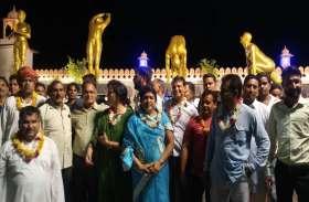 डिजिटल लाइटों से जगमगा उठी सूर्य नमस्कार की प्रतिमाएं , सभापति लक्ष्मी जैन ने रिमोट से किया उद्घाटन