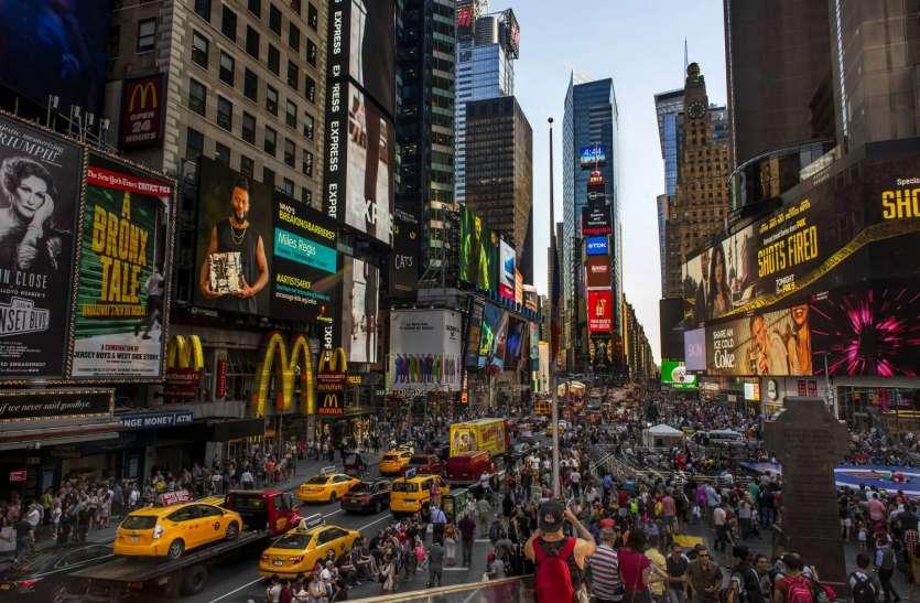 न्यूयॉर्क: टाइम्स स्क्वायर पर तेज आवाज से मची अफरातफरी, गोलबारी की घटनाओं के बाद सहमें हैं लोग