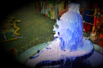 इस मंदिर में शिव अभिषेक करते ही नीला हो जाता है दूध, मिलते हैं ये संकेत