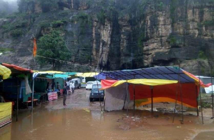 पचमढ़ी में मूसलाधार बारिश : जटाशंकर मंदिर में पानी, वी-फाल बना धुंआधार, देखें वीडियो