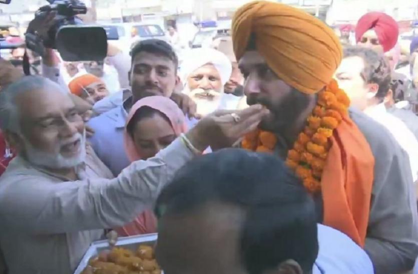 पंजाब कैबिनेट से इस्तीफे के 18 दिन बाद बाहर निकले सिद्धू, जनता ने किया जोरदार स्वागत