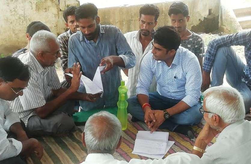 Ajeetgarh Area : हरिपुरा को पंचायत बनाने की मांग को लेकर रातभर धरने पर बैठे रहे ग्रामीण
