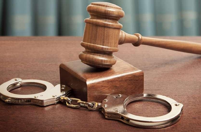 जाली पेपर से टिकट कंफर्म कराने वाला रेलवे कर्मचारी गिरफ्तार