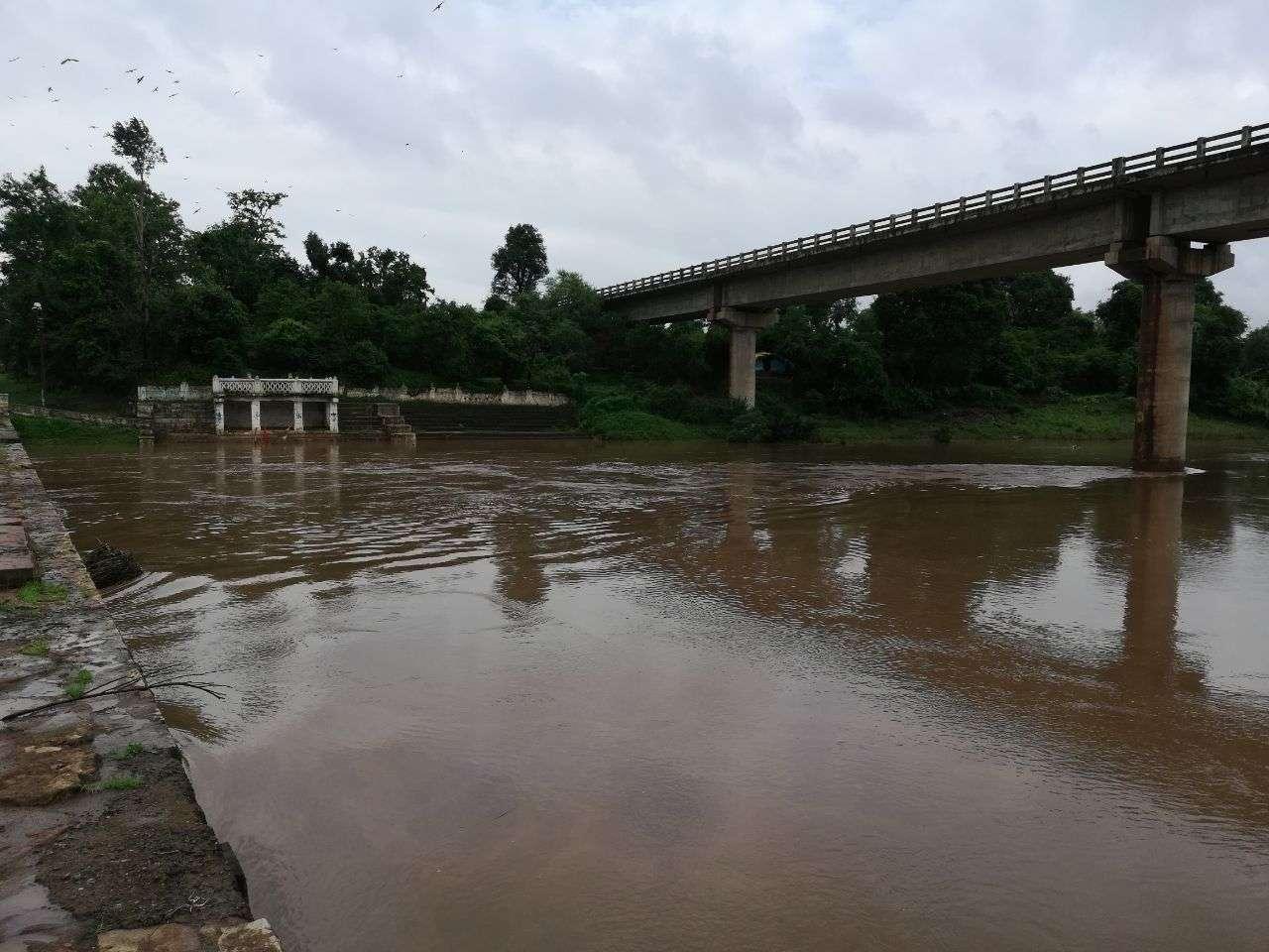high flood level in madhya pradesh, see must videos