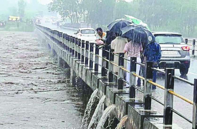 भारी बारिश , एक दिन में हुई 98 मिमी बारिश