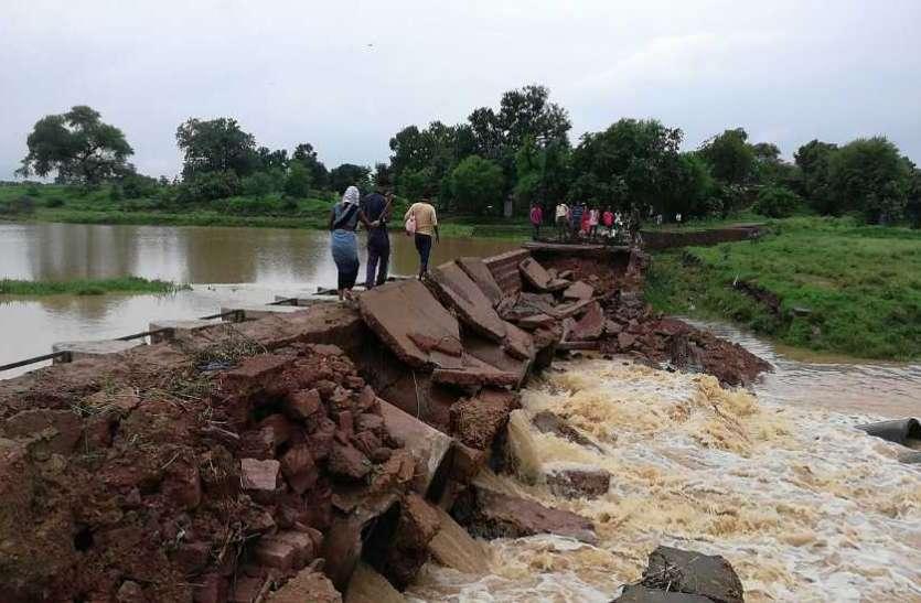 बारिश में बह गया कटरा मार्ग में बरनू नदी पर बना पुल