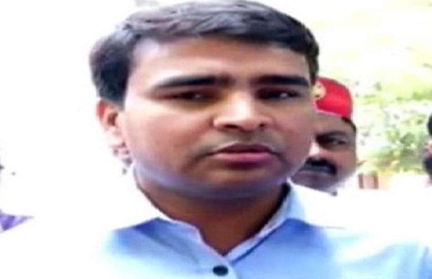 डीएम सुरेंद्र सिंह