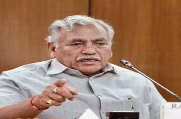 दिल्ली: बागी AAP विधायक अनिल बाजपेयी और देवेंद्र सहरावत अयोग्य करार