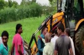नाला सफाई के दौरान मचा हंगामा, देखें वीडियो