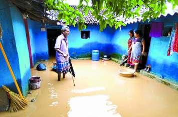 छत्तीसगढ़ में बरस रही आफत की बारिश, गांव बने टापू, मौसम विभाग ने जारी किया अलर्ट