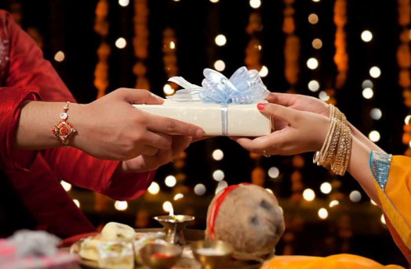 Rakshabandhan 2019: इस बार अपनी बहन को दें ये विशेष गिफ्ट, भर जाएगी धन से आपकी झोली