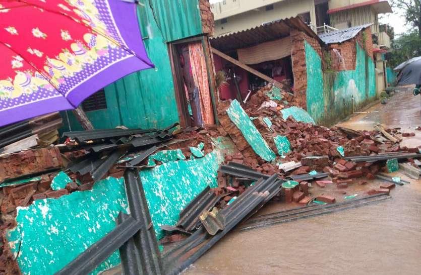 शहर की मुसलाधार बारिश ने घर के साथ-साथ उजाड़ दी परिवार की खुशियां, घर की दीवार गिरने से 2 की मौत 5 घायल
