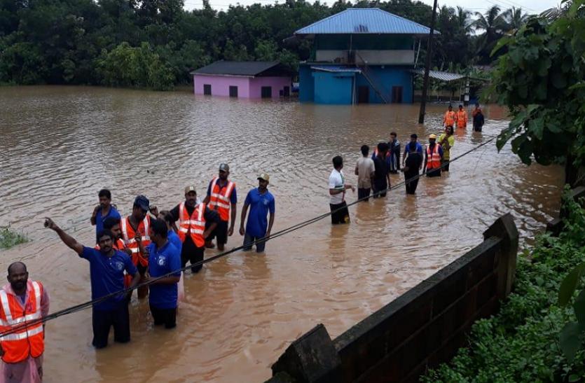 कर्नाटक में बारिश के कहर से 5 की मौत, केरल में बाढ़ जैसे हालात के बीच रेस्क्यू ऑपरेशन जारी