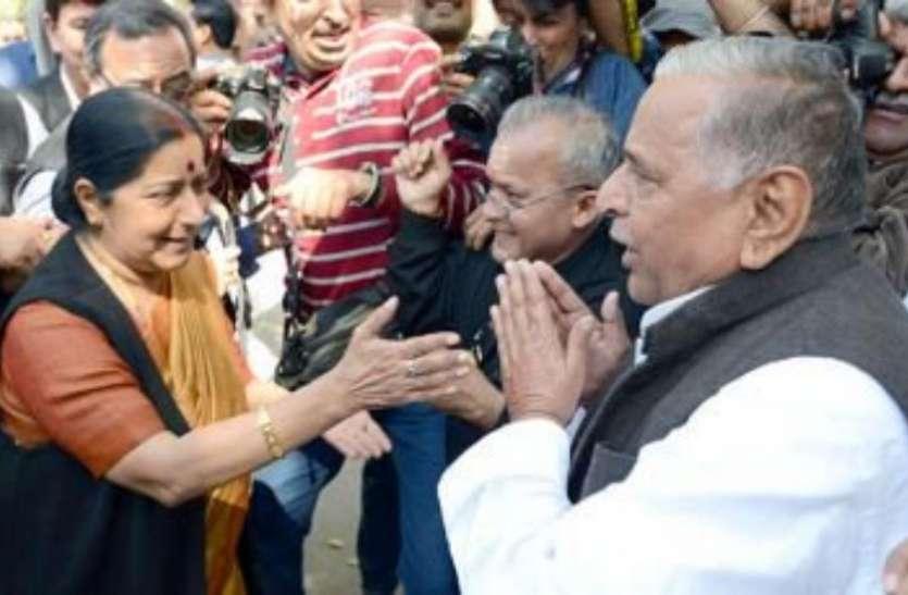 यूपी के पूर्व सीएम Mulayam Singh की वजह से Sushma Swaraj को रहना पड़ा था 'आसमान' में