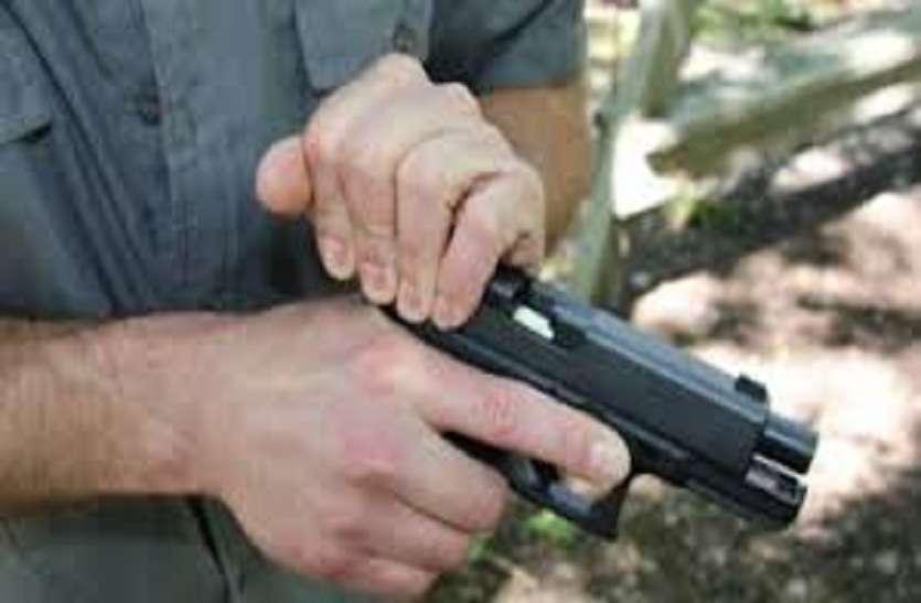 गलती से एसएलआर राइफल का ट्रिगर दबा, बाल-बाल बचा पुलिसकर्मी