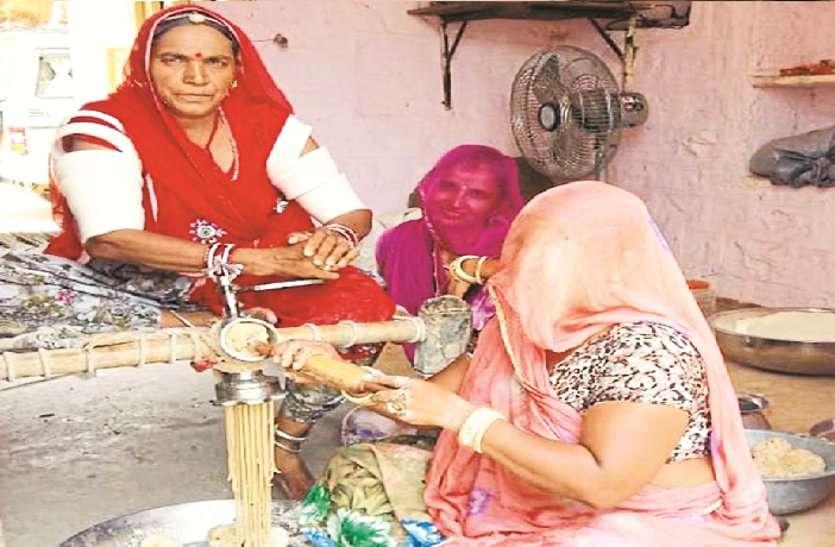 घरों में बन रही सेवइयां, राखियों से सजी दुकानें