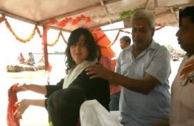 VIDEO: गंगा में विसर्जित हुईं सुषमा स्वराज की अस्थियां