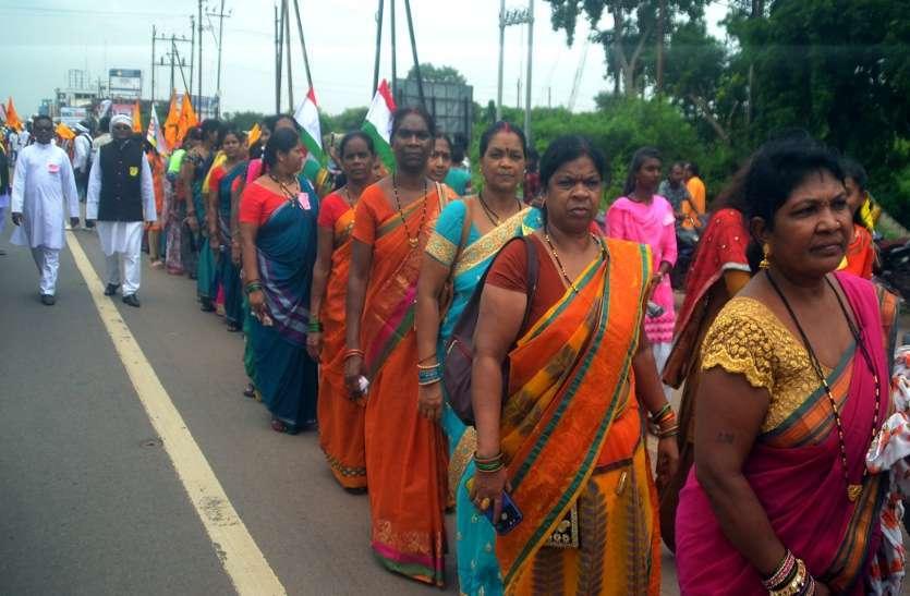 Photo Gallery: विश्व आदिवासी दिवस के अवसर पर आज आदिवासी समाज ने भव्य रैली का आयोजन