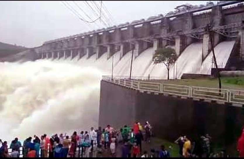 समस्या: नर्मदा के बांधों में पानी हुआ कम तो घटा बिजली का उत्पादन