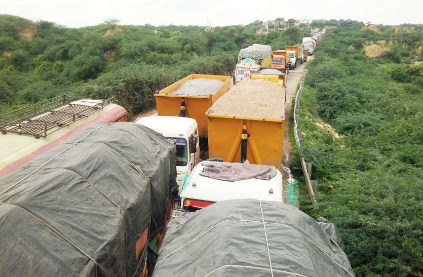 mining department of bhind take action on 200 sand truck