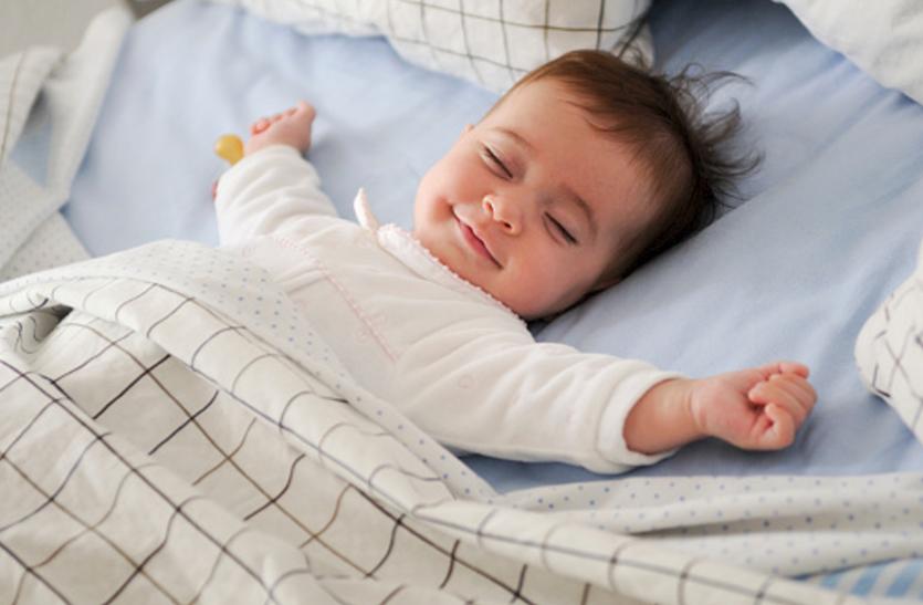 हल्के हाथ की मालिश से बच्चे काे आएगी भरपूर नींद
