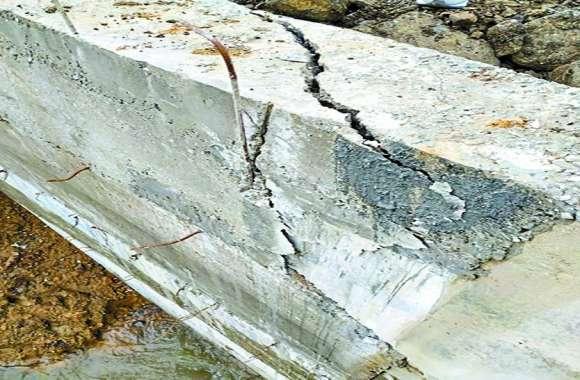 अनियमितता: भोपाल के फ्लाईओवर के बाद अब बेतवा नदी का पुल भी बनने से पहले ही होने लगा जर्जर