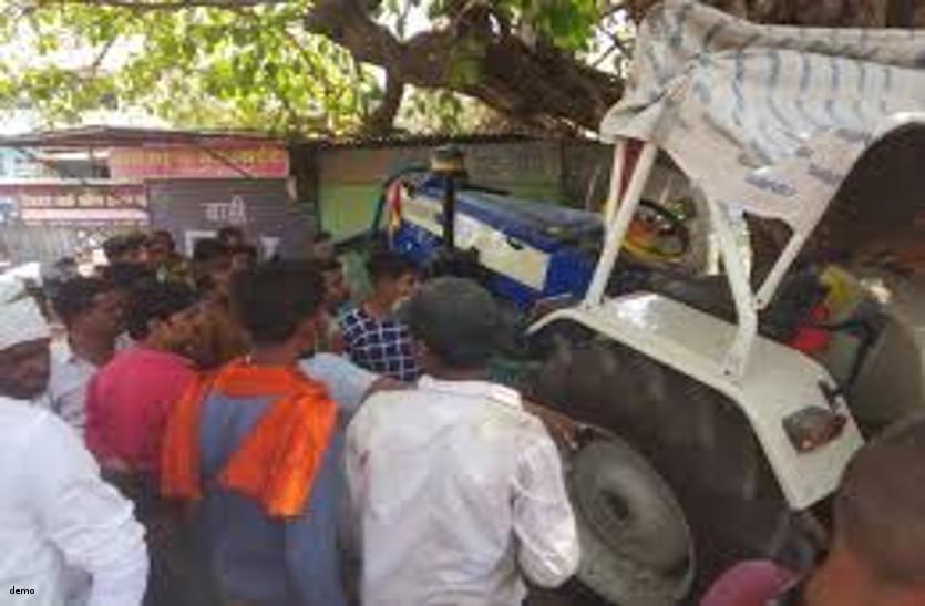 चालक की लापरवाही से ट्रैक्टर की ट्रॉली में दब गया युवक, हुई दर्दनाक मौत