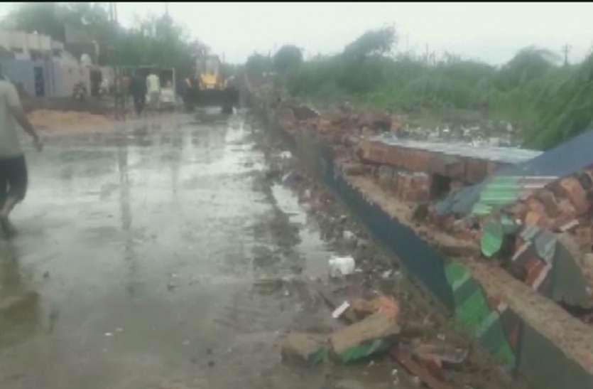 गुजरात में भारी बारिश के चलते दीवार गिरने से 8 लोगों की मौत