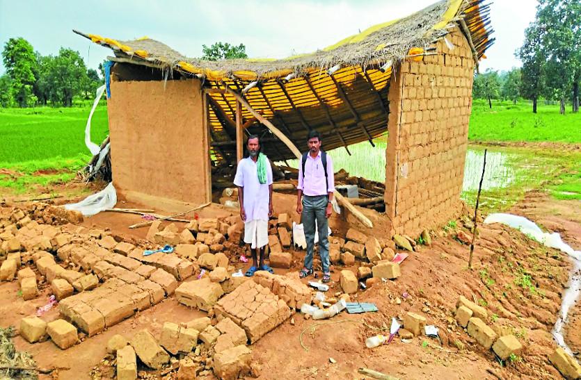 तेज बारिश के कारण भरभरा कर ढह गया मकान, एक ही परिवार के तीन लोग घायल
