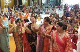 महारास लीला की कथा में गोपी बनकर पहुंची श्रद्धालुओं ने खूब किया भक्तिमय नृत्य, तस्वीरें देख झूम उठेंगे आप