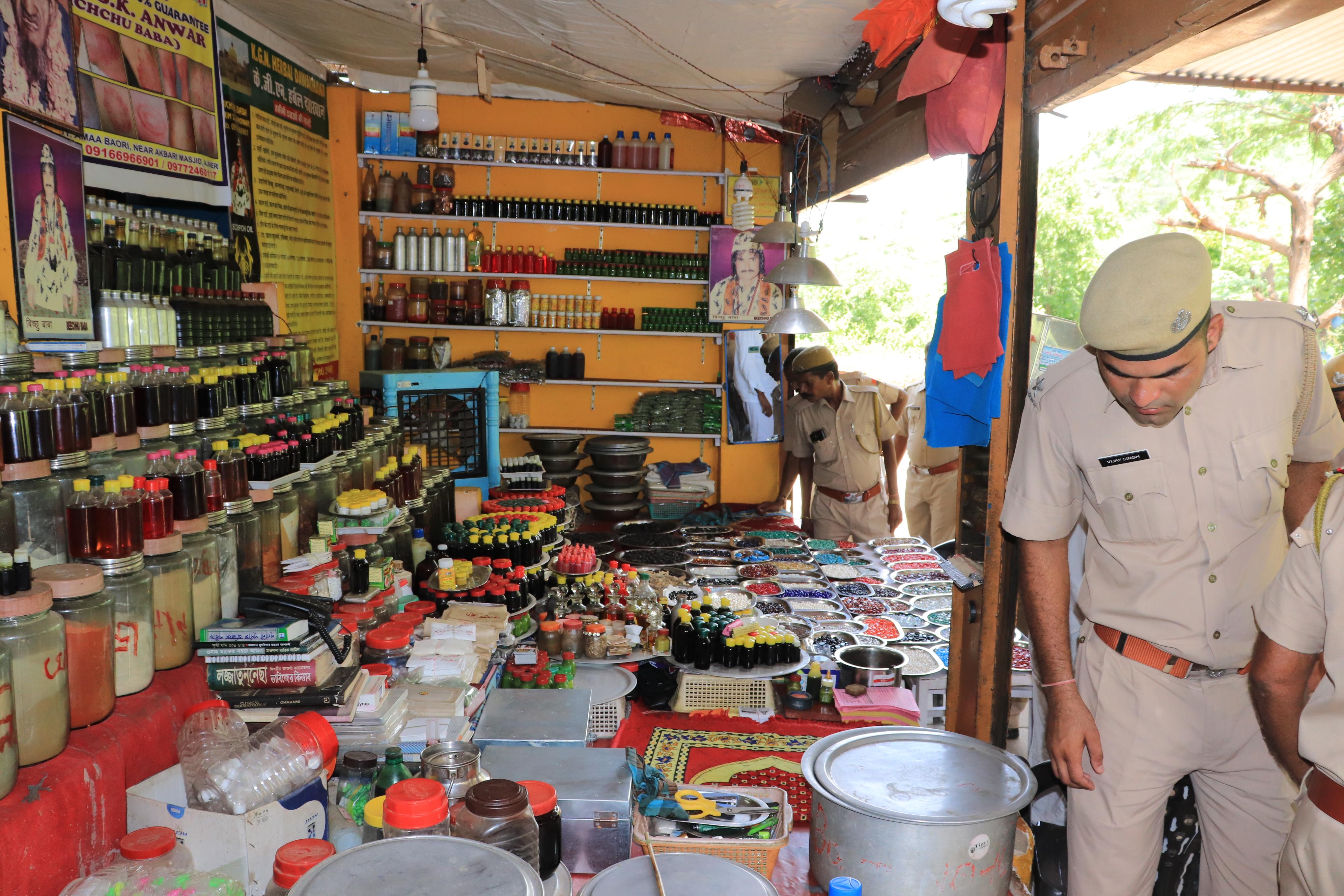 Illegal Scorpion:  बिच्छू बाबा की तलाश में टीम पहुंची पश्चिम बंगाल