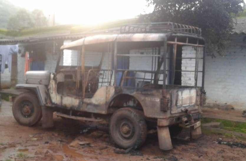 Breaking : कोरापुट के मदिरा दुकान में नक्सलियों ने मचाया उत्पात, सामने रखे वाहनों का किया ये हाल
